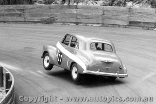 64018 - G. Moore -  Holden FX - Catalina Park Katoomba 1964