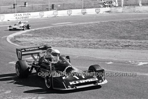 Jim Hunter, Lola T360 - Oran Park 6th July 1980  - Code - 80-OP06780-002
