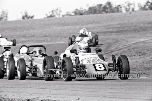 Greg McCombie, Rennmax Vee - Oran Park 6th July 1980  - Code - 80-OP06780-093