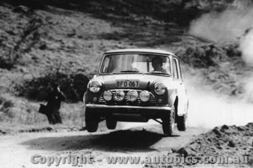 70957 - E. Green Morris Cooper S -  Rally of the Hills  October 1970