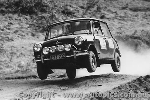 70958 -  Morris Cooper S -  Rally of the Hills  October 1970
