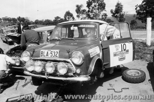 70959 -B. Culcheth / R. Bonhomme  Morris Cooper S -  Rally of the Hills  October 1970