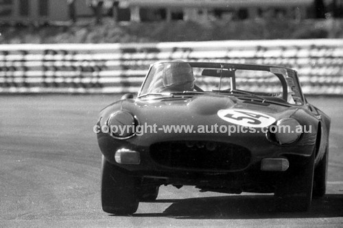 74422 - Ross Donnelley, Jaguar E Type- Amaroo 18th August 1974 - Photographer Lance J Ruting