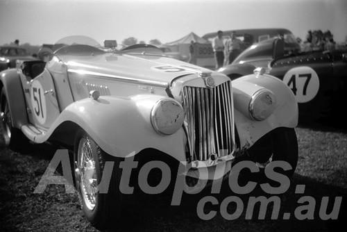 61063 - G. Gray MG TF - Warwick Farm 1961 - Paul Manton Collection