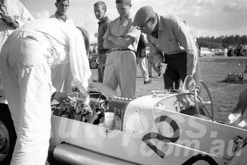 61065 - K. Watts, Lotus 7 - Warwick Farm 1961 - Paul Manton Collection
