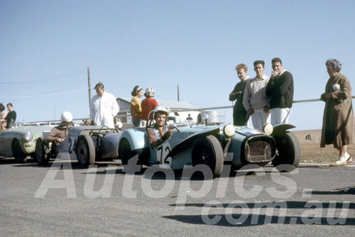 65304 - Peter Wilson, Nota Sportsman & A Simmons, U2 Ford - Oran Park 1965 - Peter Wilson Collection