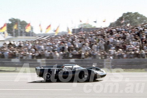 67113 - Paul Hawkins, Lola T70 Surfers Paradise 6 Hour 1967 - Peter Wilson Collection