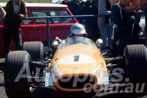 67121 - Kevin Bartlett, Repco Brabham Climax -  Warwick Farm 1967 - Peter Wilson Collection