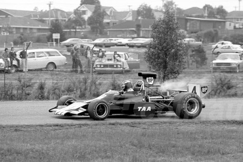 75219 - Jon Davison, Matich A52 - Sandown 14 th September 1975 - Photographer Peter D'Abbs