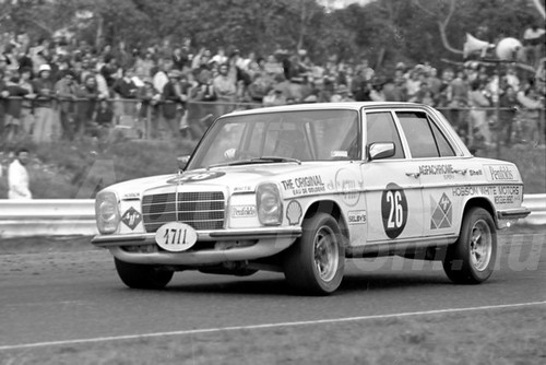 75223 - Ross Wemyss / Tom Nayghton, MercedesBenz 280E - Sandown 14 th September 1975 - Photographer Peter D'Abbs