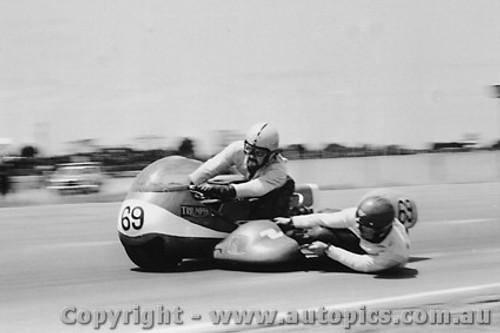 72306 - M. Hooper / K. Burns   650 Triumph - Calder 1972