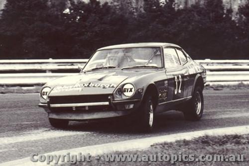 75023 - G. Perry / D. Whitford Datsun 260Z 2+2 - Sandown 1975