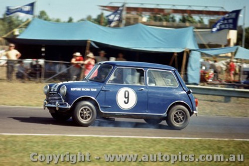 64034 - P. Manton Morris Cooper S - Warwick Farm 1964 - Photographer Richard Austin