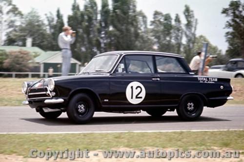 64043 - Ian   Pete  Geoghegan  Lotus Cortiina - Warwick Farm  1964 - Photographer Richard Austin