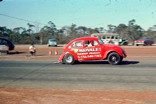 65902 - G. Stewart 1963 Volkswagen - NSW Drag Champoinships Castlereagh June 1965 - Photographer Richard Austin