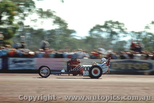 65913 - Ian Bell, Chrysler Dragster - NSW Drag Champoinships Castlereagh June 1965 - Photographer Richard Austin