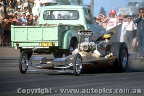 66906 - George  The Bushmaster  Schrieber  AA/Fuel Dragster  Yellow Fang  - Surfers Paradise 1966 - Photographer John Stanley