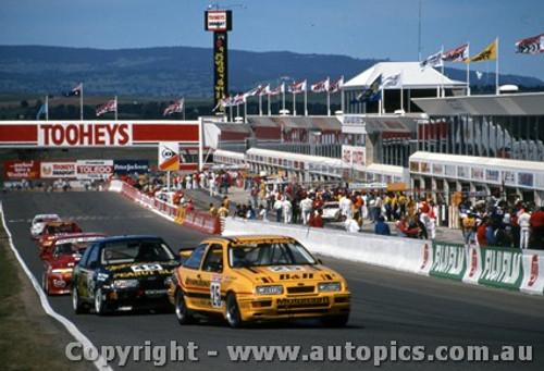 88747  -  T. Longhurst / T. Mezera  -  R. Francevic / A. Hahne-  Bathurst 1988 -  Ford Sierra RS500