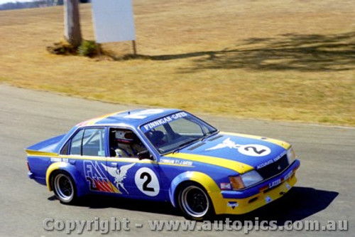 82008 - Finnigan / Gates  Holden Commodre VH - Oran Park 1982
