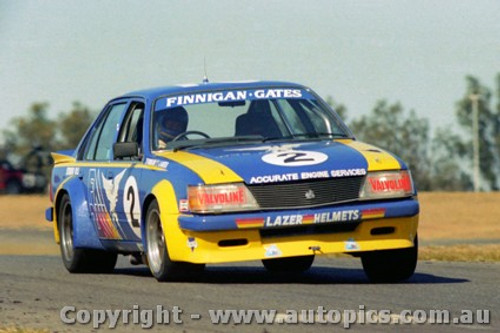 82010 - Finnigan / Gates  Holden Commodre VH - Oran Park 1982