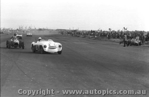 58418 - J. Roxburgh Austin Healey 100S -  Fishermen s Bend 22nd Feb. 1958