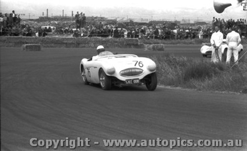 58424 - J. Cleary Austin Healey 100S -  Fishermen s Bend 18th Oct. 1958