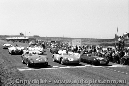58427 - #26 Whiteford Maserati 300s - #7 Tadgell Porsche Spider #47 Swanton Lotus XI - #62 J. Cleary Austin Healey 100S -  Phillip Island 26th Dec. 1958