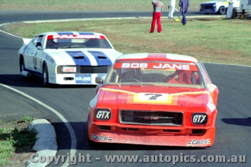 79031 -  Bob Jane Holden Monaro and Jim  Richards Ford Falcon - Calder 13th August 1979 - Photographer Darren House