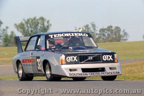 82028 -  John Tesoriero Volvo V8 - Oran Park 25th April 1982 - Photographer Lance  Ruting.