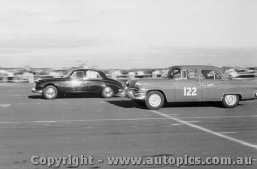59005 - O. Bailey Ford Customline -  Fishermen s Bend 31st May 1959 - Photographer Peter D Abbs
