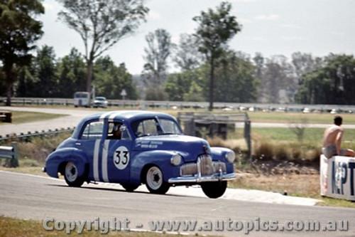 64047 - W. Weldon  Holden FX - Warwick Farm 1964 - Photographer Richard Austin