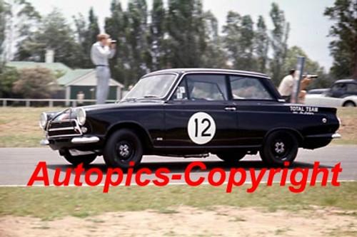64048 - Ian   Pete  Geoghegan  Lotus Cortiina - Warwick Farm  1964 - Photographer Richard Austin