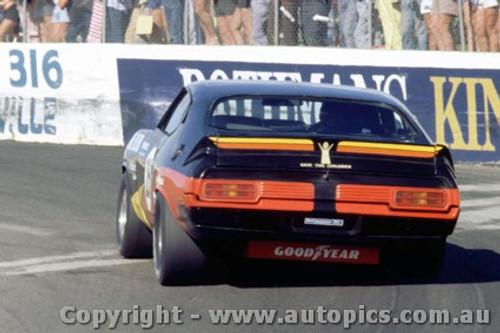 79037 - A. Moffat Ford Falcon XC - Oran Park 25th March 1979 - Photographer Richard Austin