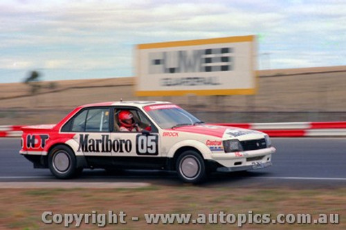 82019a - Peter Brock Holden Commodore - Calder 1982 - Photographer Peter D Abbs