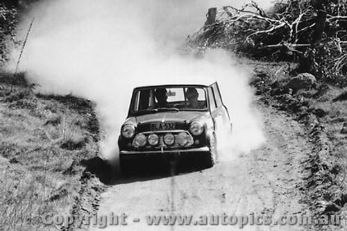 70976 - B. Culcheth / R. Bonhomme  Morris Cooper S -  Rally of the Hills  October 1970- Photographer Lance Ruting