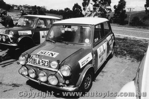 70978 - R. Cowan / B. Hope  Morris Cooper S -  Rally of the Hills  October 1970 - Photographer Lance Ruting