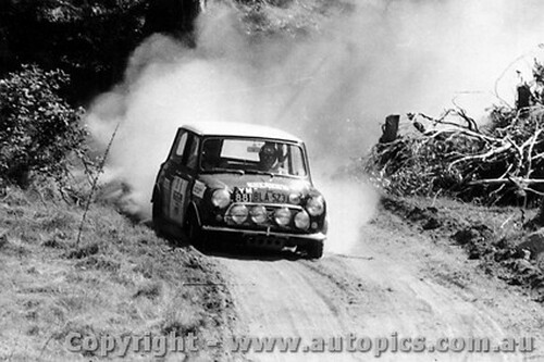 70980 - R. Cowan / B. Hope  Morris Cooper S -  Rally of the Hills  October 1970 - Photographer Lance Ruting