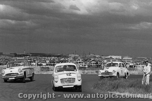 59008 - #12 - P. Manton - Monaro Major - #38 - R. Bendle - Austin 105 - #70 - R. Gibbs - FJ Holden - Fishermen s Bend - 10th October 1959 - Photographer Peter D Abbs
