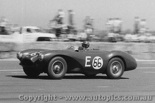 59415 - Tom Sulman - Aston Martin - Fishermen s Bend - 22nd February 1959 - Photographer Peter D Abbs