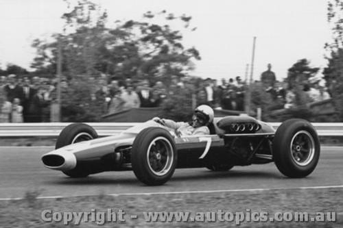 64536 - B. McLaren - Cooper Climax - Tasman Series Sandown -  1964 - Photographer Peter D Abbs