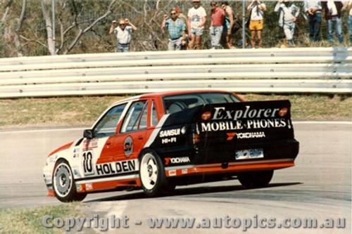 88762 - L.Perkins / D. Hulme  - Holden Commodore VL - Bathurst 1988