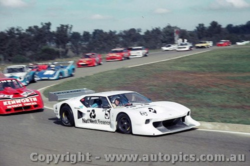 85411 - K Bartlett DeTomaso Pantera & B. Jones Chev Monza - Oran Park 5th May 1985 - Photographer Lance J Ruting