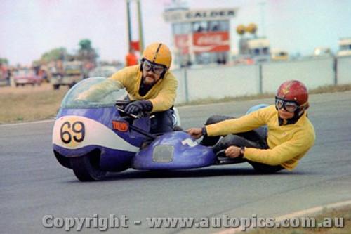 72309 - M. Hooper / K. Burns   650 Triumph - Calder 1972 - Photographer Peter D Abbs