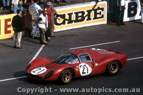 67303 - L. Scarfiotti / M. Parkes - Ferrari 330 P4 - Le Mans 24 Hour 1967 - Photographer Adrien Schagen