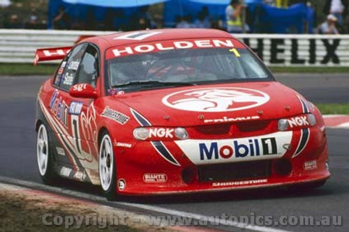 200716 - C. Lowndes / M. Skaife Holden Commodore VT -  Bathurst FAI 1000 2000 - Photographer Craig Clifford