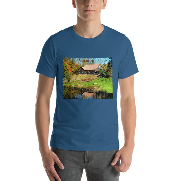 """""""Classic New England"""" Barn with Horses  Adult Unisex Short-Sleeve T-Shirt - New England Beauty - Woodstock, Vermont"""