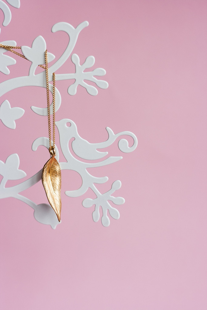 Terre-Et-Mer Leaf Necklace (Yellow Gold)
