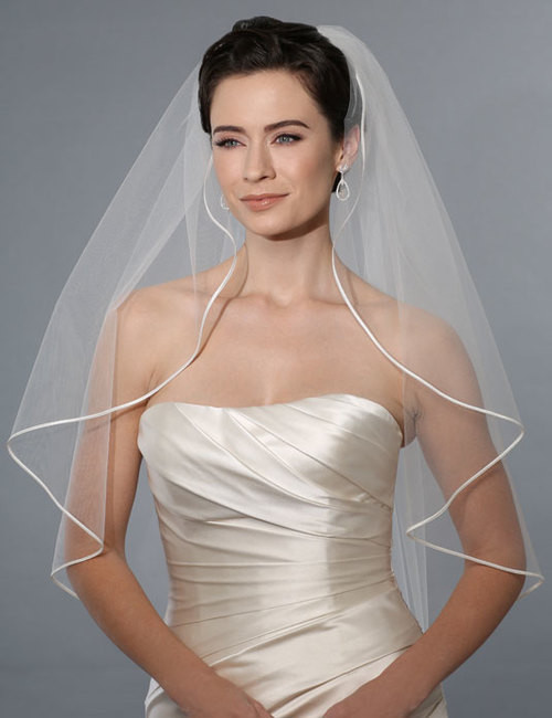 Bel Aire Bridal Wedding Veil V7173 - One Tier Hip Length w/ Soutache Edge