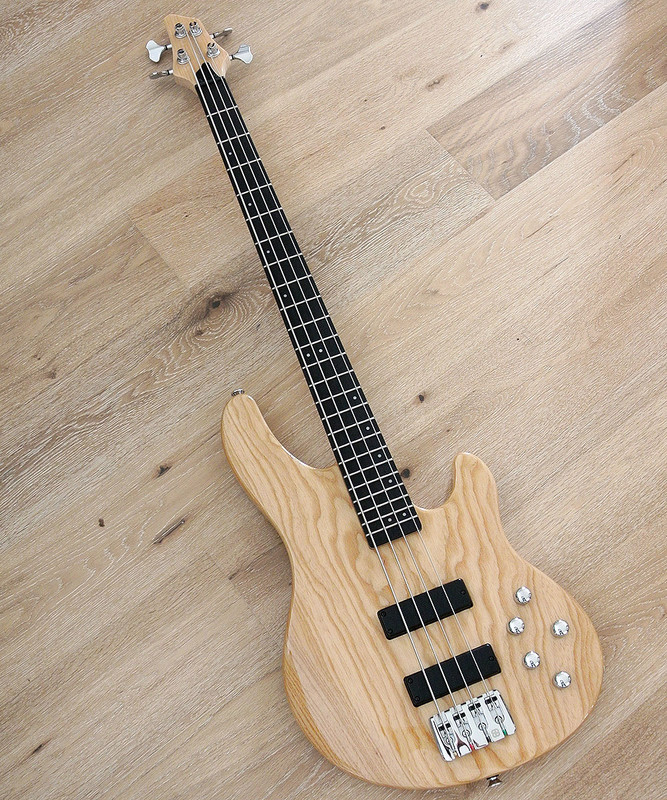 Clover - Avenger 4-1 - 4 string active bass with Nordstrand Pickups and Swamp Ash Body