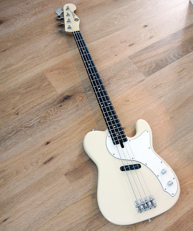 Maruszczyk Instruments Mr. Tee Classic 4 string Bass in Vintage White
